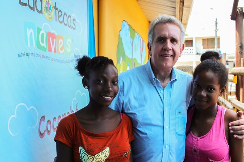 El presidente del Poli, Fernando Dávila, visita una de las iniciativas de responsabilidad Social de la Institución: la Ludoteca Naves Cocorobé en el Chocó.